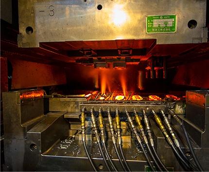 精密熱間鍛造 24時間自動化ライン