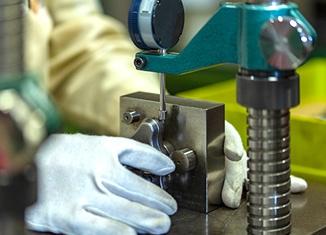15gの小型部品から公差±0.3mm精度で対応