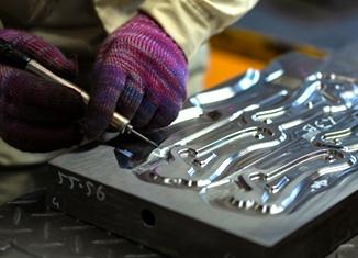 肉の走りを適切にする 金型設計と磨き工程